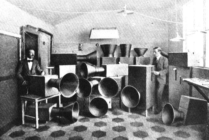 Luigi Russolo, Intonarumori, noise music, noise machine